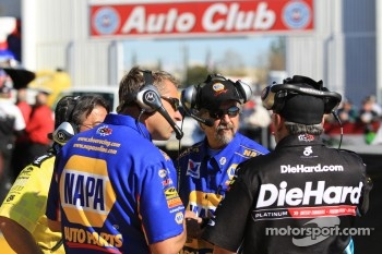 DSR funny car crew chiefs chat on the starting line