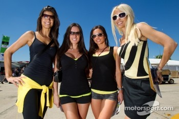 Motorsport.com grid girls