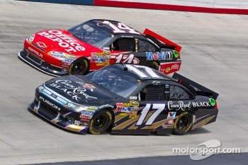 Tony Stewart, Stewart-Haas Racing Chevrolet and Matt Kenseth, Roush Fenway Racing Ford