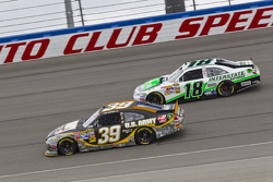 Ryan Newman, Stewart-Haas Racing Chevrolet and Kyle Busch, Joe Gibbs Racing Toyota
