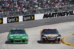 Jamie McMurray, Earnhardt Ganassi Racing Chevrolet and David Reutimann, Michael Waltrip Racing Toyota