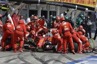 Formule 1 Photos - Sebastian Vettel, Ferrari SF16-H aux stands