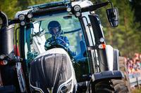 WRC Photos - Eric Camilli, M-Sport Ford Fiesta WRC, avec un tracteur de compétition