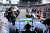 Formula 1 Foto - Il poleman Nico Rosberg, Mercedes AMG F1