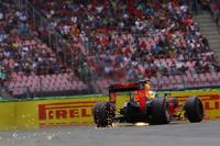 Formule 1 Foto's - Vonken bij Max Verstappen, Red Bull Racing RB12
