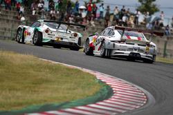 #2 Cars Tokai Dream28 Lotus Evora: Kazuho Takahashi, Hiroki Katoh, Tadasuke Makino and #33 Excellence Porsche Team KTR Porsche 911 GT3-R: Naoya Yamano, Yuya Sakamoto