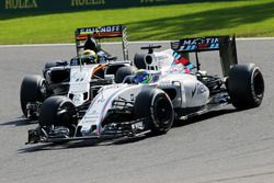 Felipe Massa, Williams FW38 and Sergio Perez, Sahara Force India F1 VJM09 battle for position