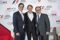 Formula 1 Foto - Rodrigo Sanchez, CIE Director of Marketing and Communications, Adrian Fernandez, Federico Gonzalez Compean, General Director CIE