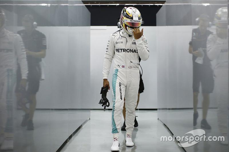 Команда Mercedes преждевременно выиграла Кубок конструкторов
