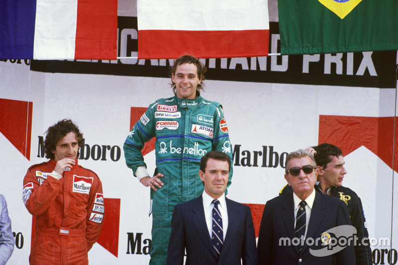 Neben Berger stehen Alain Prost und Polesitter Ayrton Senna auf dem Podest