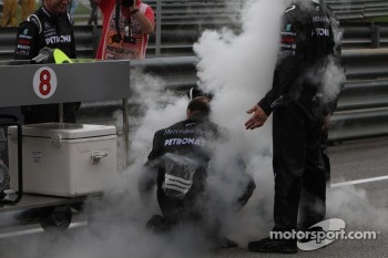 Mercedes mechanics with dry ice