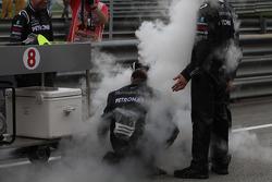 Mercedes mechanics with dry ice