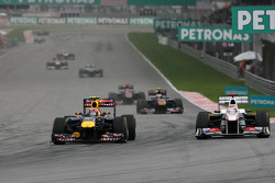 Mark Webber, Red Bull Racing and Kamui Kobayashi, Sauber F1 Team