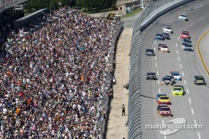 Clint Bowyer, Richard Childress Racing Chevrolet leads the field
