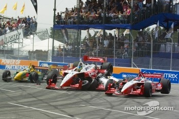 Start: Cristiano da Matta on top of Justin Wilson while Jimmy Vasser is involved in the crash