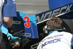 Crews change Paul Tracy's damaged rear wing