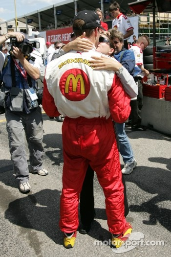 Pole winner Sbastien Bourdais celebrates with his girlfriend