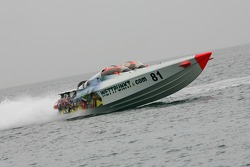 Powerboat P1 test for Champ Car trio: Katherine Legge pilots the Wettpunkt boat