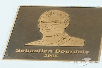 Plaque with image of Sébastien Bourdais celebrates his 2005 Long Beach win