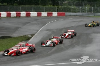 Justin Wilson leads Bruno Junqueira