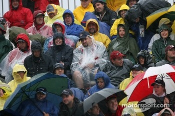 Montréal fans brave the difficult weather conditions