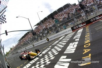Sébastien Bourdais takes the checkered flag