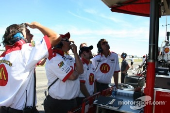 Newman/Haas/Lanigan Racing crew members watch the qualifying laps of Sébastien Bourdais