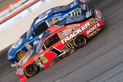 Jamie McMurray, Earnhardt Ganassi Racing Chevrolet and Brad Keselowski, Penske Racing Dodge