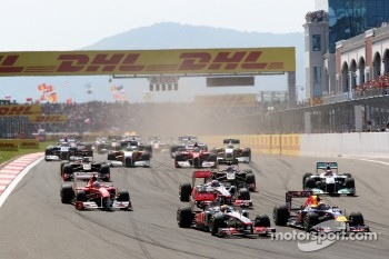 Mark Webber, Red Bull Racing, RB7, Lewis Hamilton, McLaren Mercedes, MP4-26