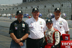 Michael Andretti, Kevin Savoree, Dan Wheldon and Kim Green