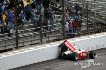 Ryan Briscoe in the wall