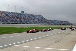Dan Wheldon leads the pack for pitstops