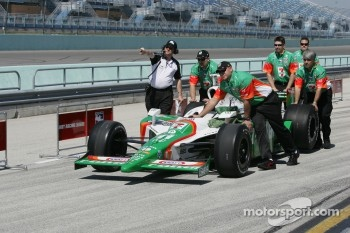 Andretti Green Racing team members push car to qualifying