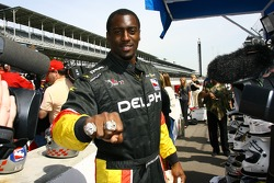 NFL player Roosevelt Colvin tried the IRL Experience two-seater Indy Car