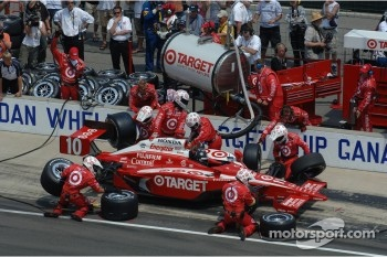 Pitstop for Dan Wheldon