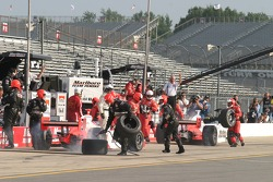 Pitstop for Sam Hornish Jr. and Helio Castroneves