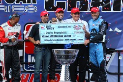 Victory lane: Dario Franchitti celebrates the win and the 2007 IndyCar Series championship with Michael Andretti, Kim Green and Andretti Green Racing crew members