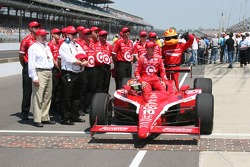Dan Wheldon with his crew