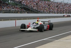 Richie Hearn enters the pit lane