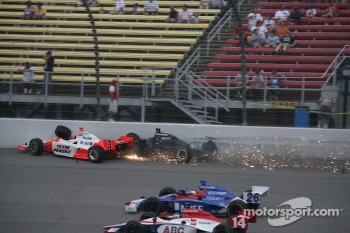 Helio Castroneves and Vitor Meira crash