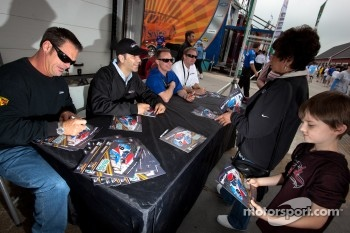 Autograph session: JC France, Joao Barbosa, David Donohue and Darren Law