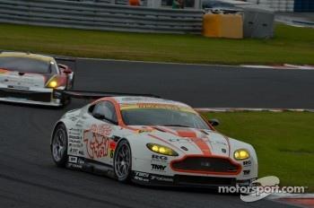#66 triple a Aston Martin Vantage GT2: Hiroki Yoshimoto and Kazuki Hoshino