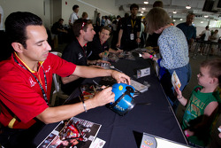 Helio Castroneves, Team Penske with a young fan