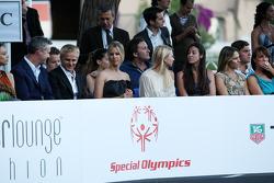 Eddie Irvine, Heikki Kovalainen, Team Lotus, Vivian Sibold the girlfriend of Nico Rosberg (GER, Amber Lounge Fashion