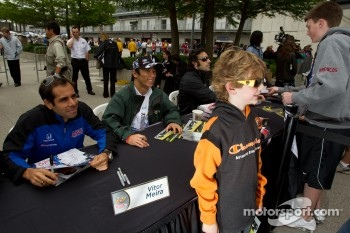 Vitor Meira, A.J. Foyt Enterprises and Takuma Sato, KV Racing Technology-Lotus pose with a young fan