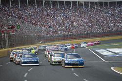 Start: Brad Keselowski leads the field