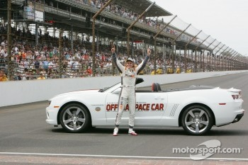 Race winner Dan Wheldon, Bryan Herta Autosport with Curb / Agajanian celebrates