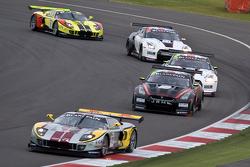 #40 Marc VDS Racing Ford GT Matech GT1: Bas Leinders, Marc Hennerici leads #22 leads JR Motorsports Nissan GT-R GT1: Peter Dumbreck, Richard Westbrook