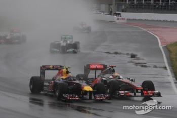 Mark Webber, Red Bull Racing and Lewis Hamilton, McLaren Mercedes