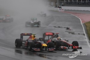 Mark Webber, Red Bull Racing and Lewis Hamilton, McLaren Mercedes